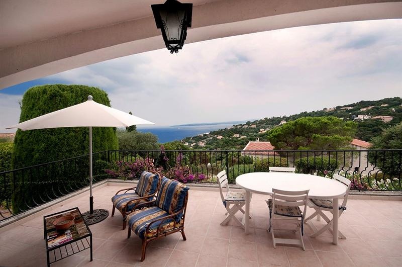 Vacation rental house / villa Les issambres 1485€ - Picture 5