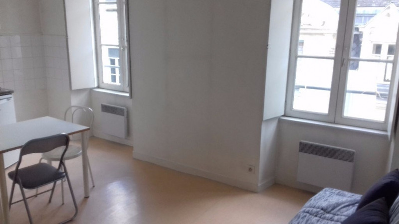 Location appartement Laval 281€ CC - Photo 1