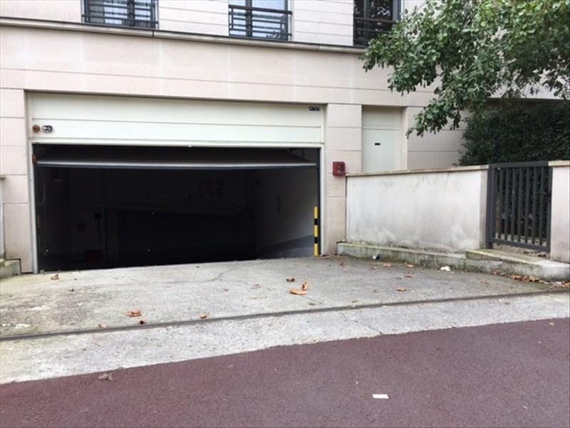 Rental parking spaces St cloud 105€ CC - Picture 3