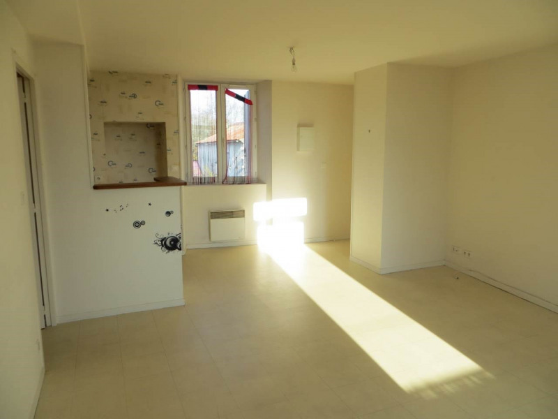 Rental apartment Saint-fort-sur-le-né 360€ CC - Picture 6