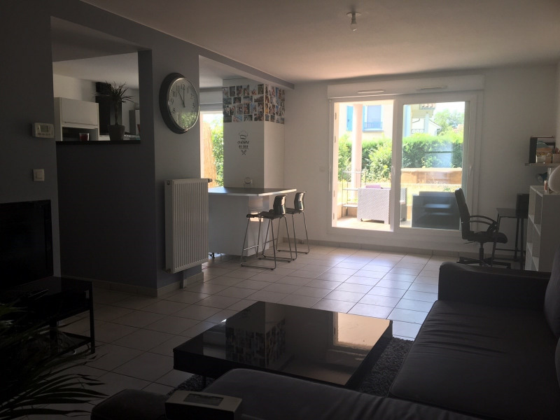 Location appartement Decines 1 100€ CC - Photo 1