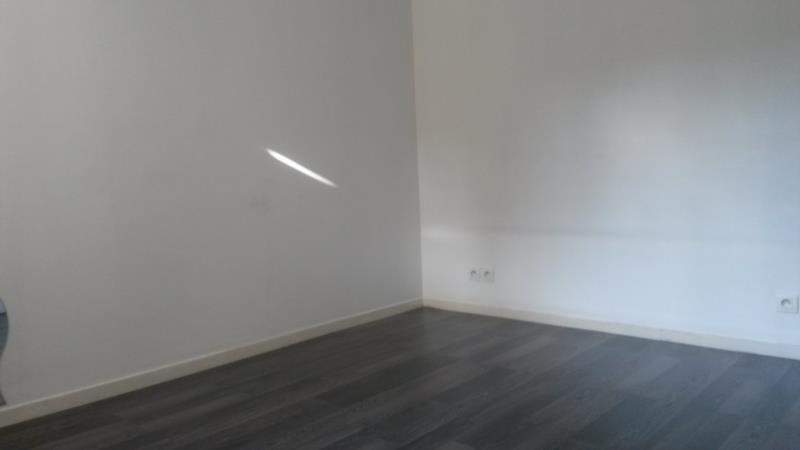 Rental apartment Plaisir 760€ CC - Picture 5