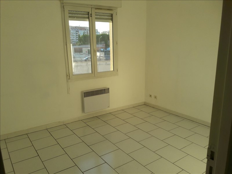 Location appartement Marseille 10ème 591€ CC - Photo 6