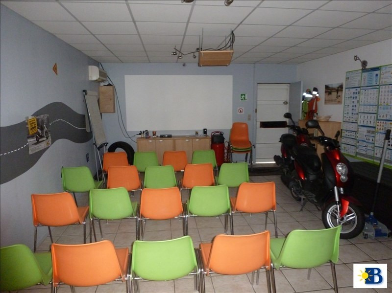 Location local commercial Chatellerault 550€ HT/HC - Photo 2