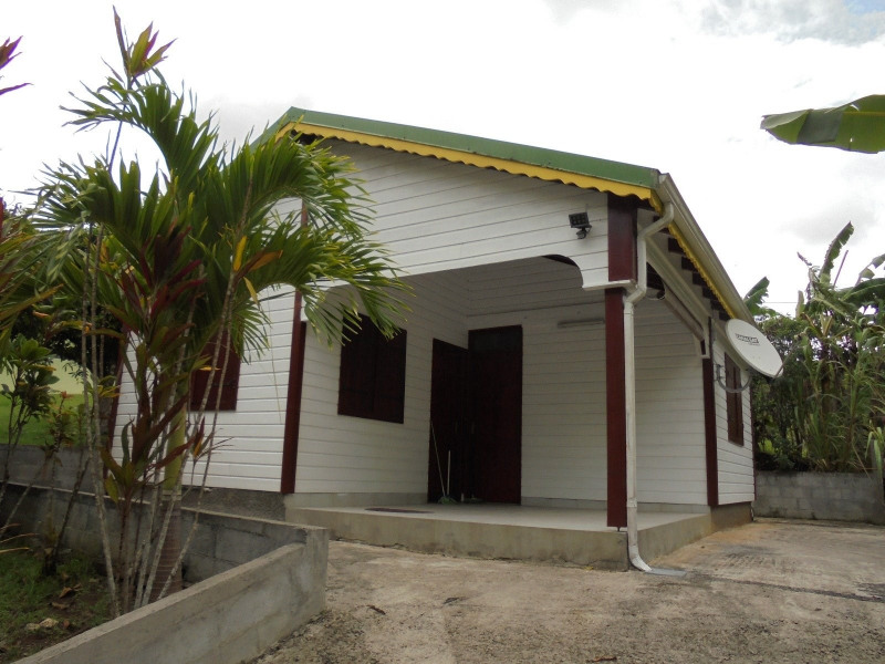 Rental house / villa Les abymes 750€ CC - Picture 1