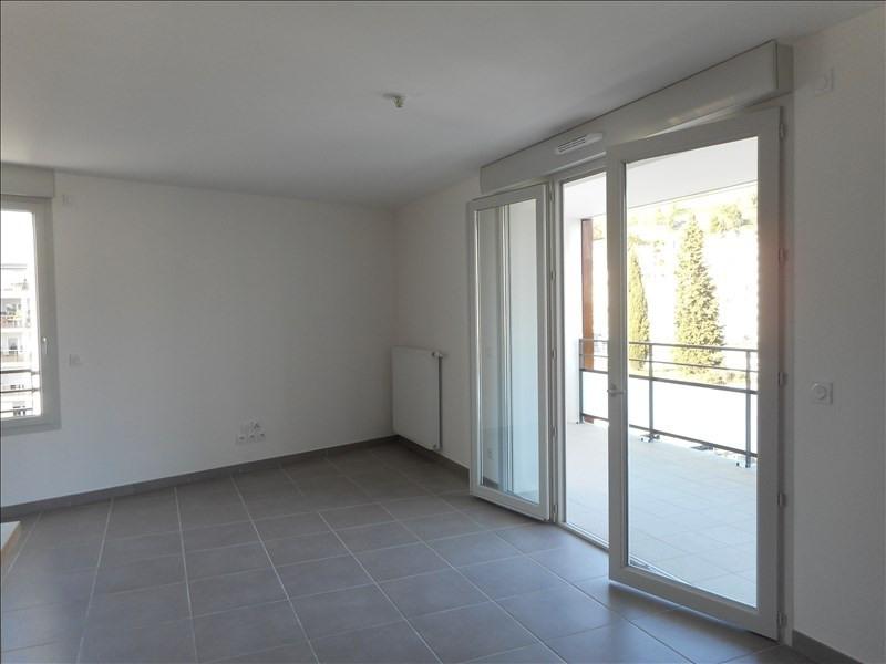 Locação apartamento Voiron 650€ CC - Fotografia 2