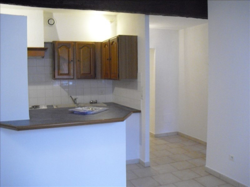 Rental apartment Eyguieres 509€ CC - Picture 1