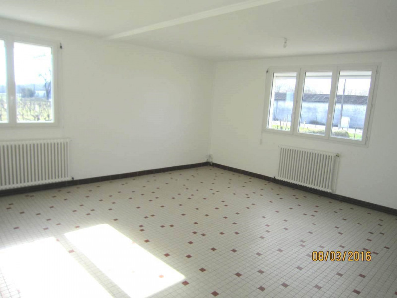 Location maison / villa Boutiers-saint-trojan 980€ CC - Photo 4