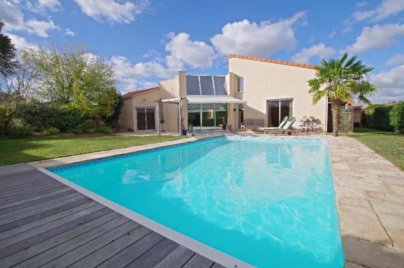 Sale house / villa Cholet 367500€ - Picture 1