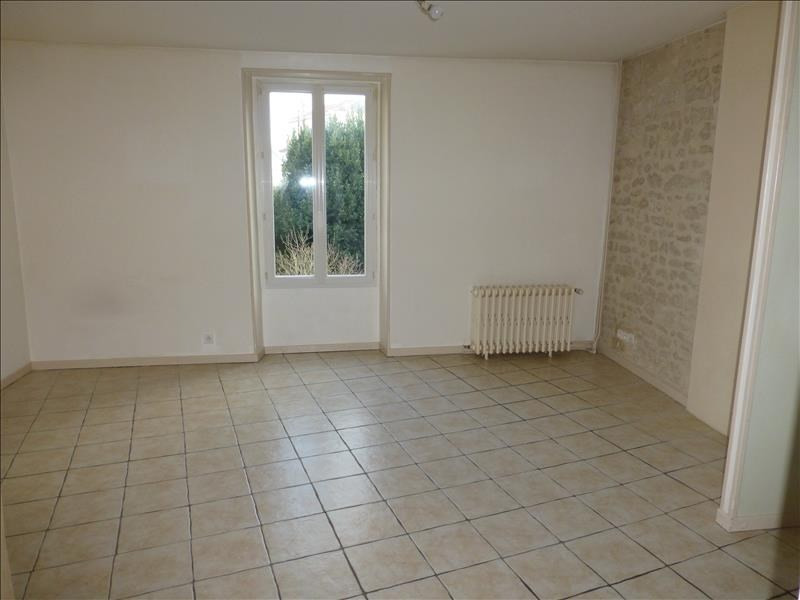 Rental apartment St jean d angely 422€ CC - Picture 2