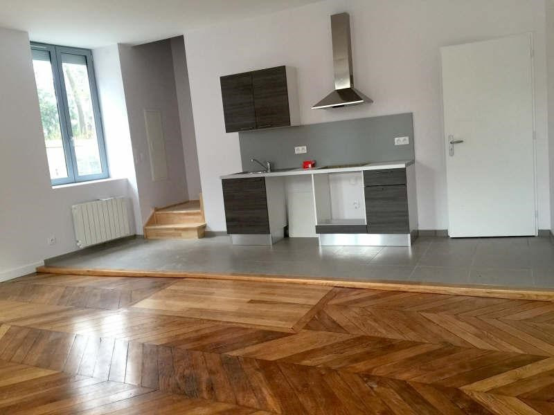 Rental apartment Oullins 858€ CC - Picture 1