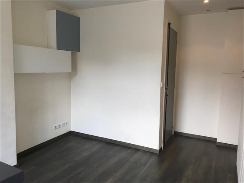 Locação apartamento Paris 18ème 957€ CC - Fotografia 7