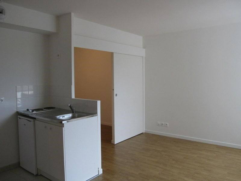 Location appartement Saint-cyr-l'école 710€ CC - Photo 2