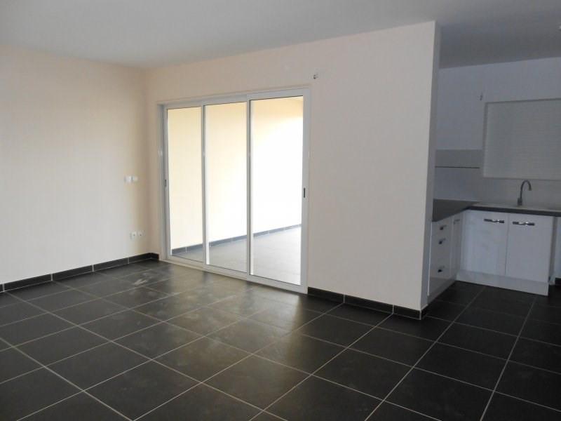 Rental apartment Le gosier 936€ CC - Picture 1