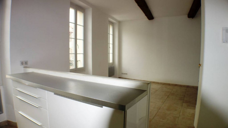 Location appartement Toulon 420€ CC - Photo 1