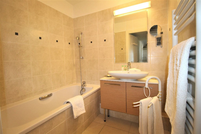 Deluxe sale apartment Cannes 839000€ - Picture 12