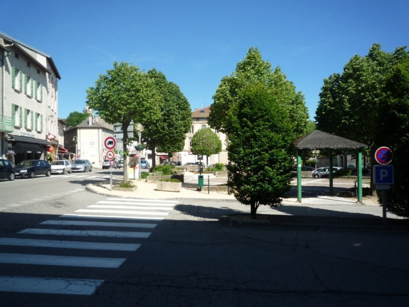 Location local commercial St agreve 180€ CC - Photo 1