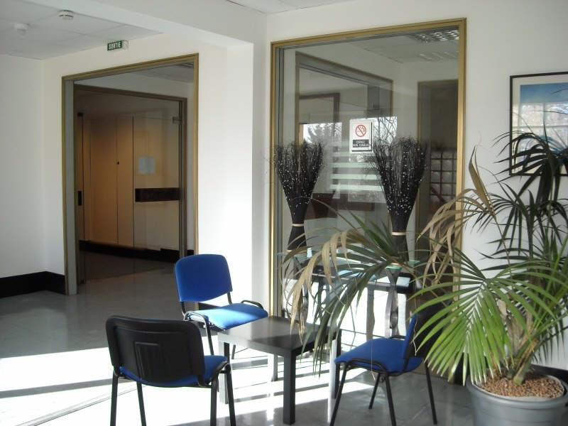 Rental office Le mesnil le roi 948€ CC - Picture 1