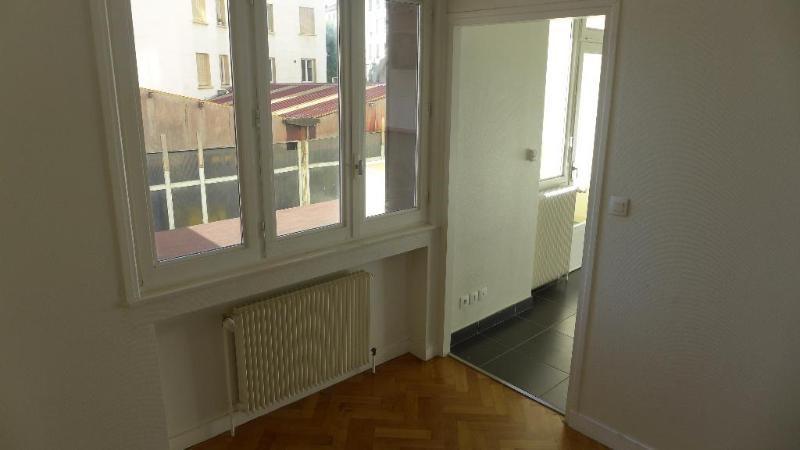 Location appartement Lyon 7ème 454€ CC - Photo 2