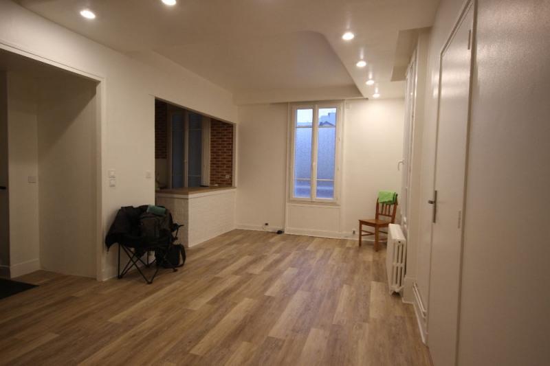 Sale apartment Courbevoie 305000€ - Picture 2