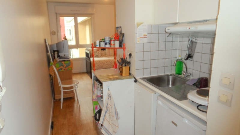 Rental apartment Courbevoie 660€ CC - Picture 2