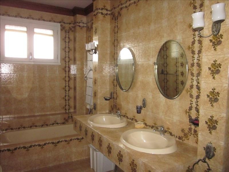 Sale house / villa L isle jourdain 242000€ - Picture 5