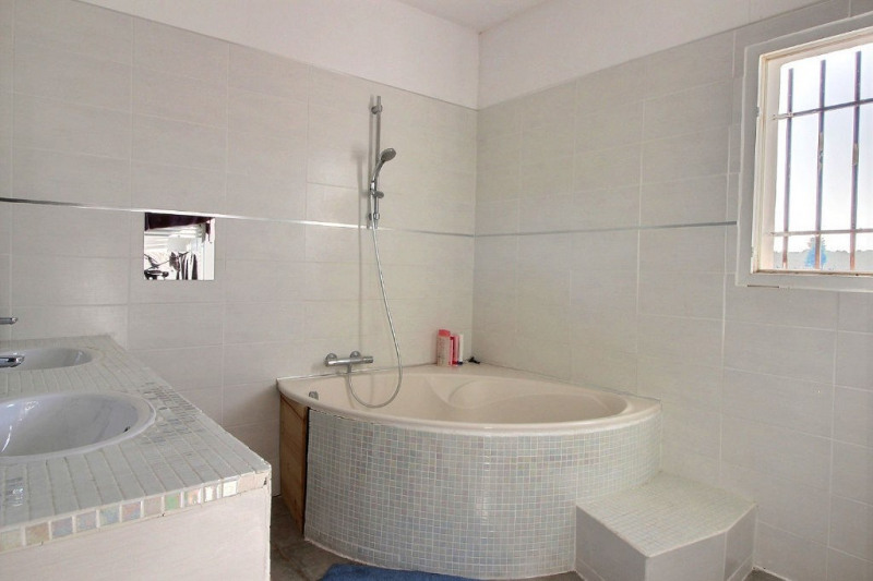 Vente maison / villa Jonquières saint vincent 323000€ - Photo 6