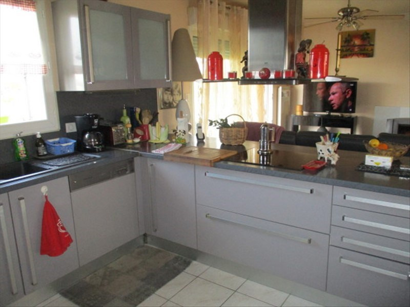 Sale house / villa St jean d angely 159750€ - Picture 3