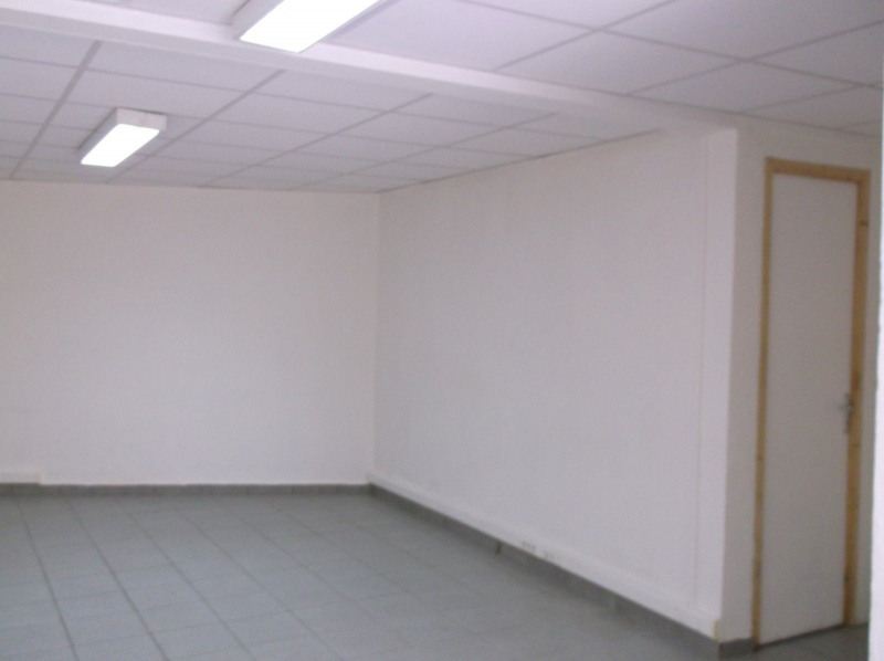Location local commercial Les abymes 750€ CC - Photo 2