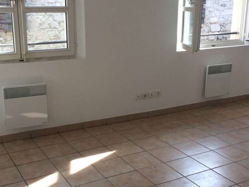 Location appartement Beaucaire 370€ CC - Photo 3