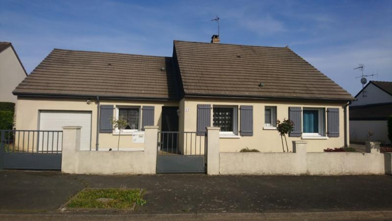 Sale house / villa Le genest saint isle 187250€ - Picture 1