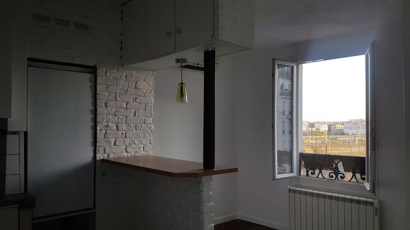 Location appartement Paris 18ème 870€ CC - Photo 2