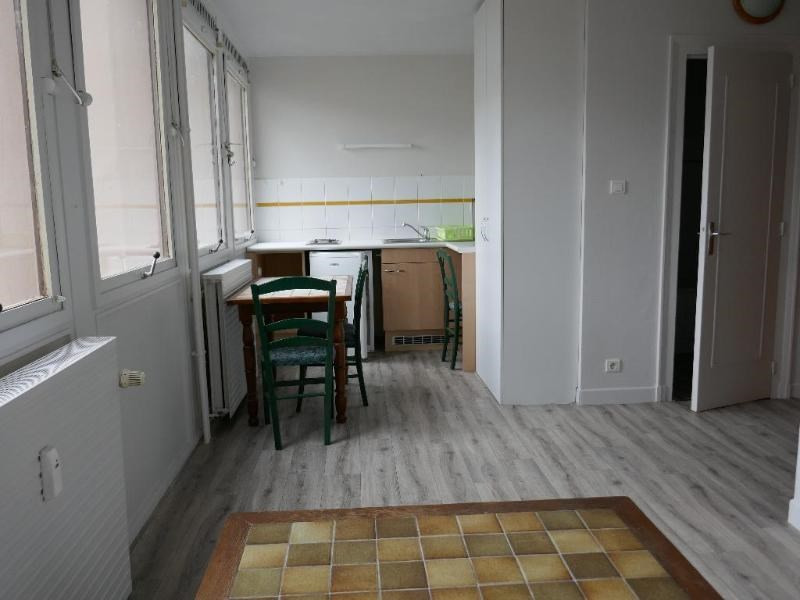 Rental apartment Oyonnax 345€ CC - Picture 1