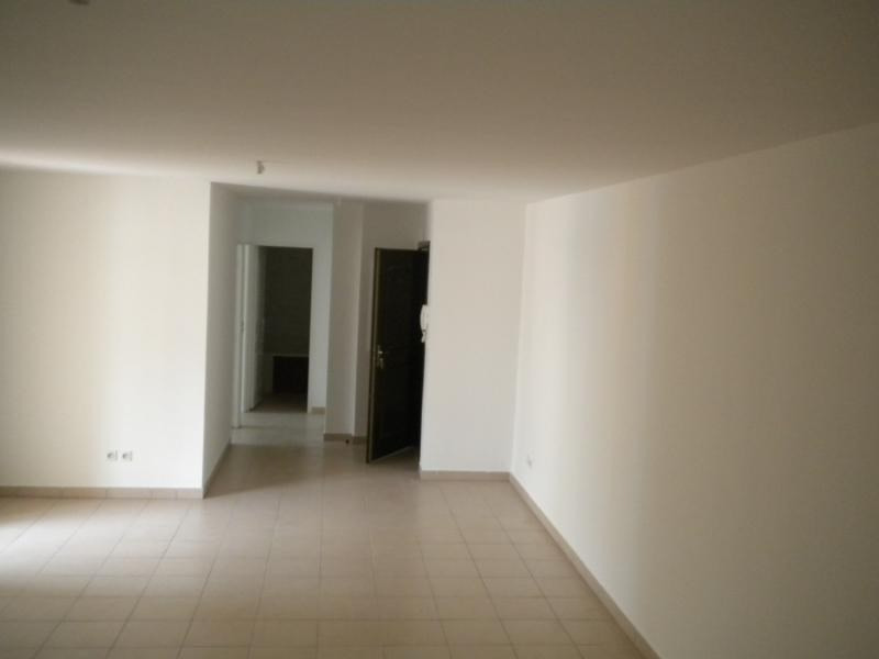 Rental apartment Ste clotilde 727€ CC - Picture 2