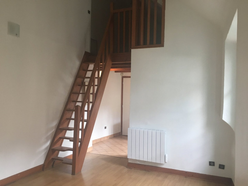 Rental apartment La ville du bois 578€ CC - Picture 1