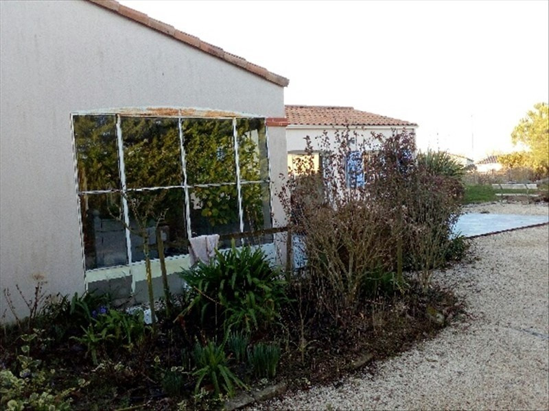 Sale house / villa La bruffiere 299 900€ - Picture 2