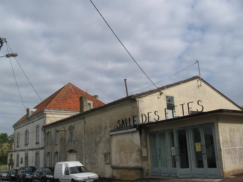 Investment property building Montguyon 200000€ - Picture 2