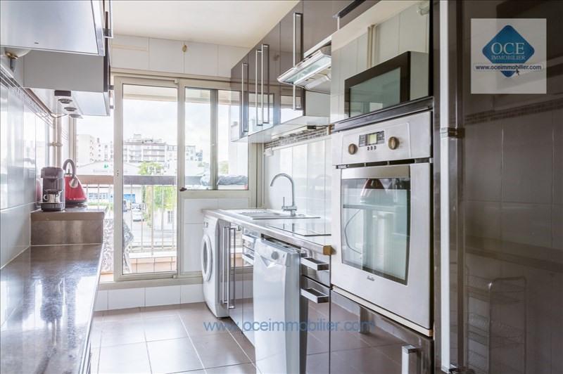 Deluxe sale apartment Paris 10ème 970000€ - Picture 4