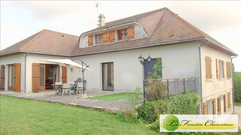 Vente de prestige maison / villa Aigre 425000€ - Photo 1