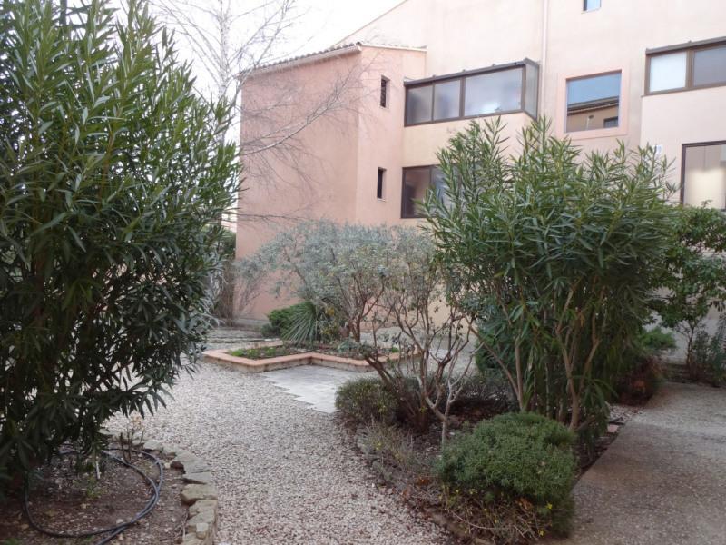 Rental apartment Carpentras 650€ CC - Picture 1