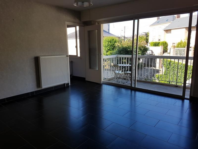 Location appartement Laval 377€ CC - Photo 1