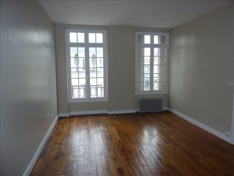Rental apartment Vendome 400€ CC - Picture 1