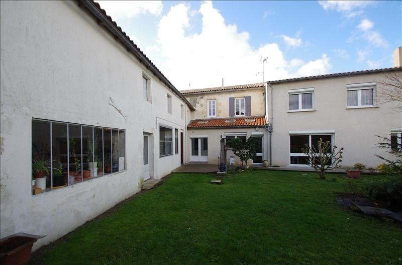 Sale house / villa Surgeres 258000€ - Picture 1