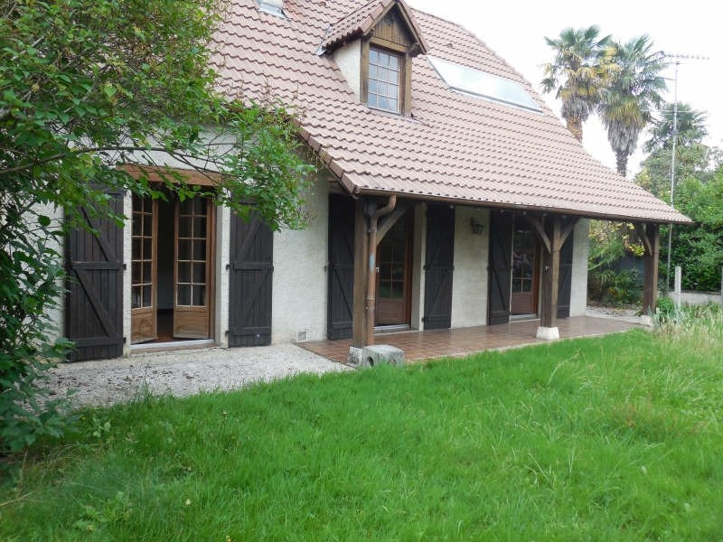 Location maison / villa Gan 882€ CC - Photo 1