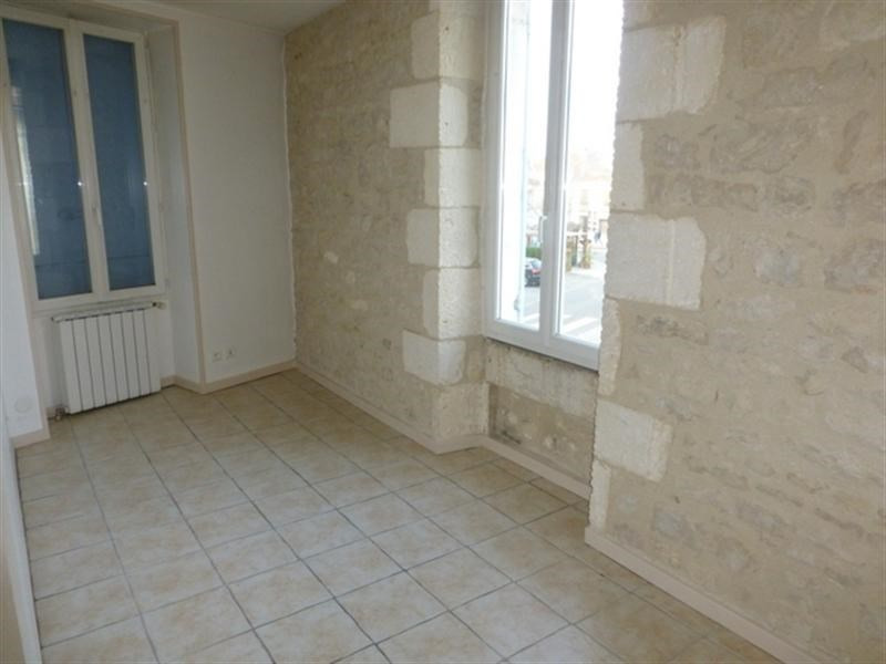 Rental apartment Saint-jean-d'angély 360€ CC - Picture 2
