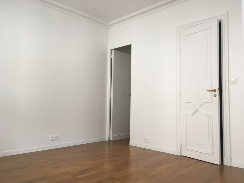 Location appartement Paris 16ème 2 040€ CC - Photo 4