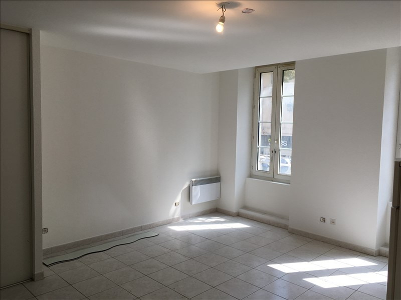Rental apartment Salon de provence 540€ CC - Picture 2