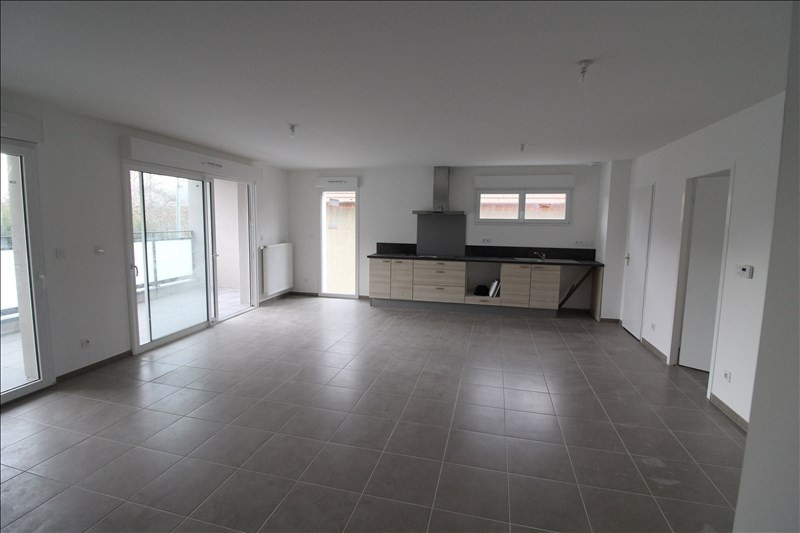 Rental apartment Voiron 785€ CC - Picture 1