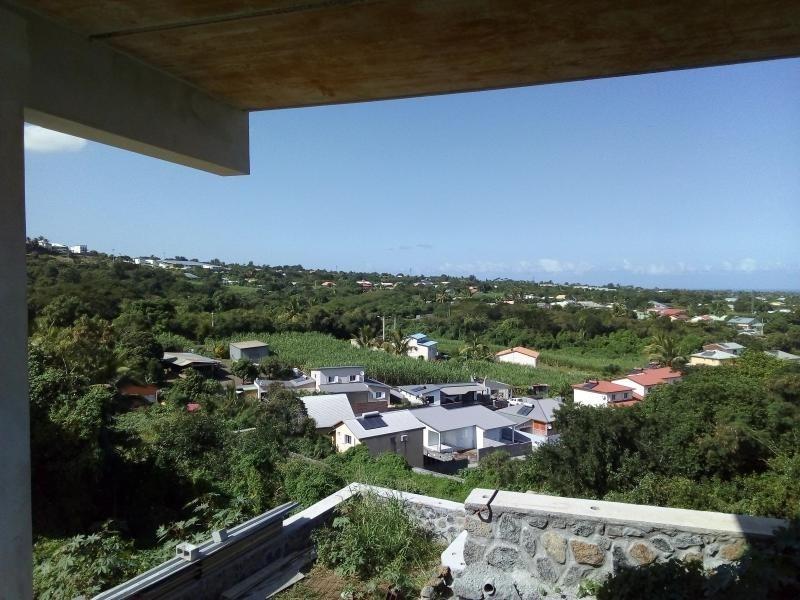 Location appartement La riviere 937€ CC - Photo 1