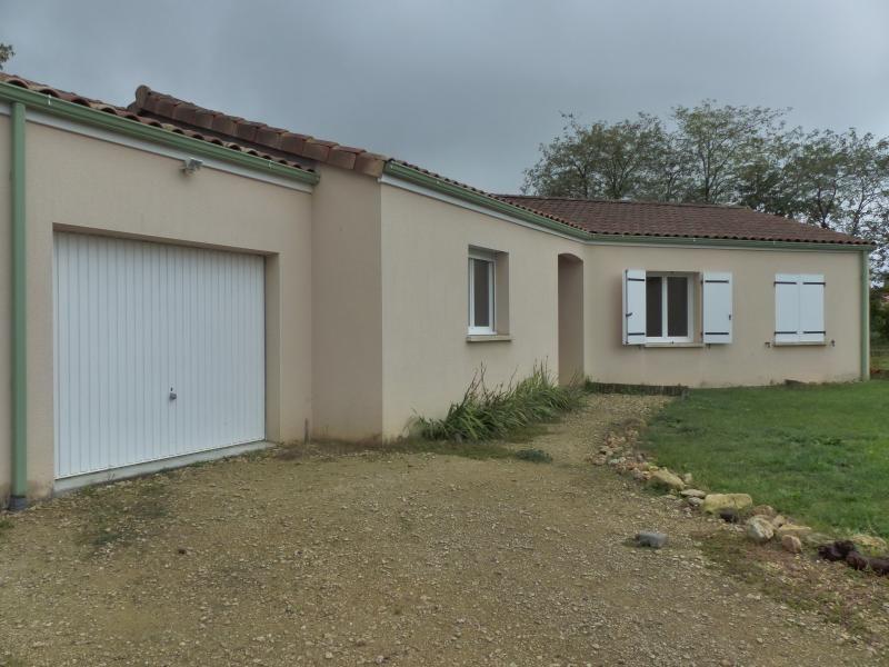 Sale house / villa Fleuré 160000€ - Picture 1